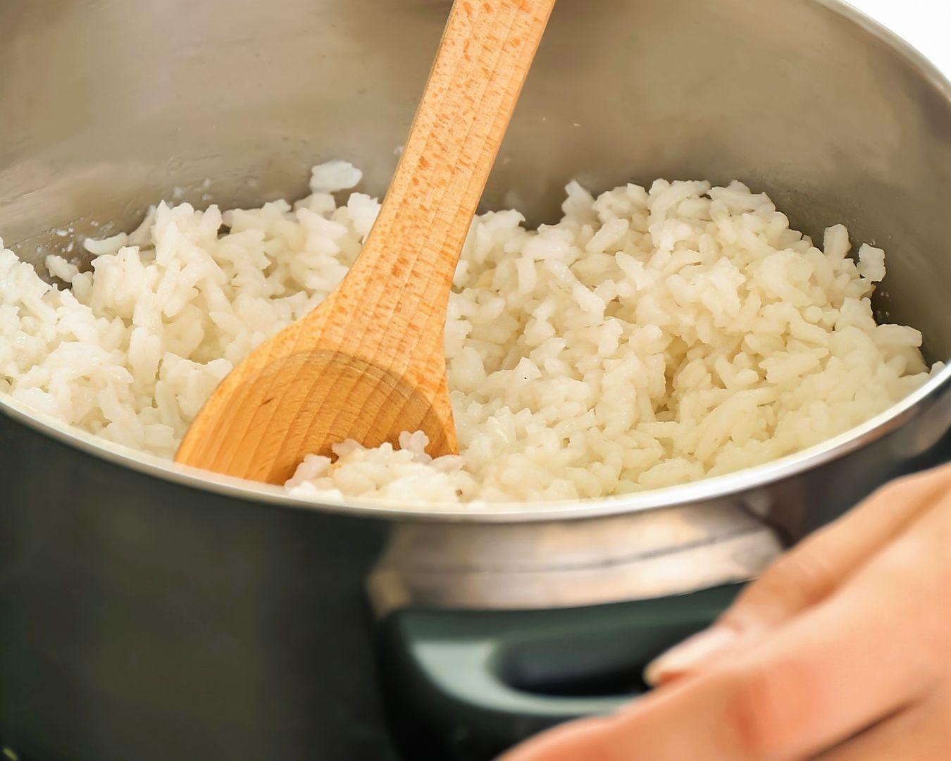 Cocemos el arroz en abundante agua