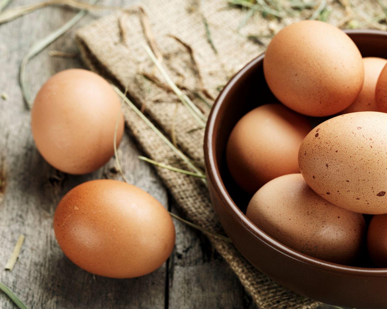 Batimos los huevos con un pellizco de sal