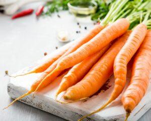 Pelamos y cortamos las zanahorias