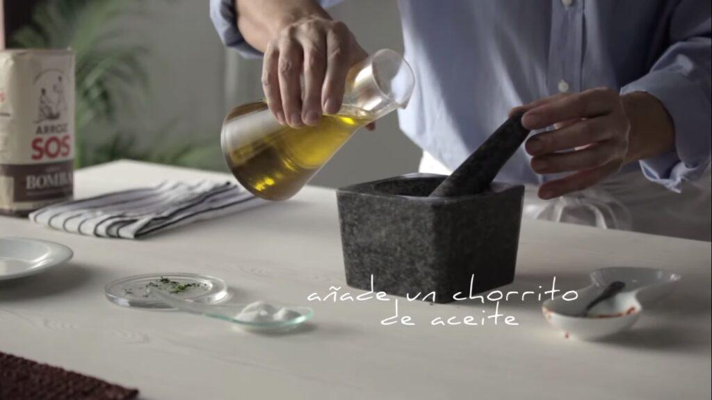 Añade un chorrito de aceite