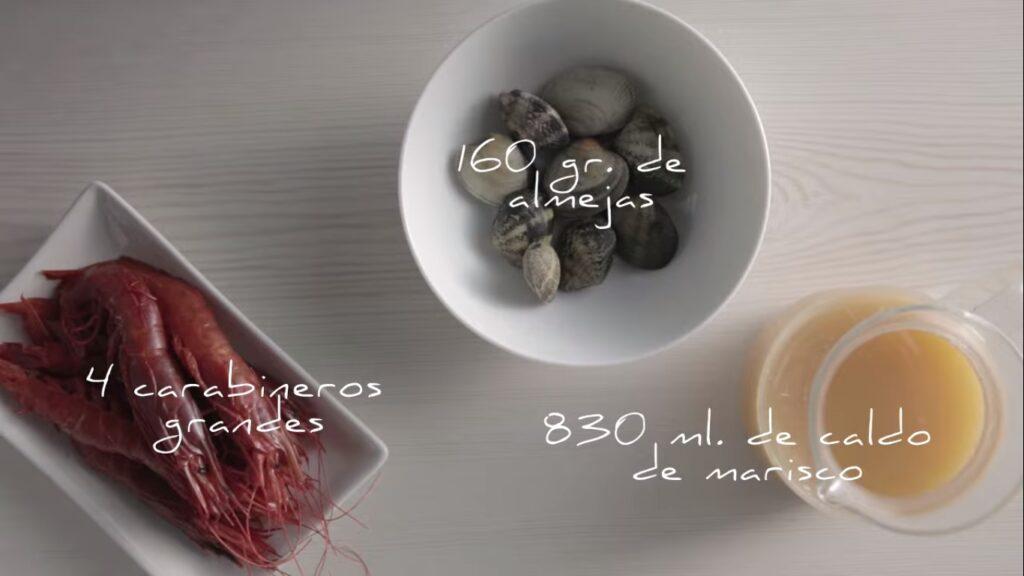 Ingredientes para hacer paella de almejas y carabineros