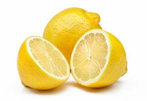 Mezclamos el zumo de limón con el resto de ingredientes de la salsa