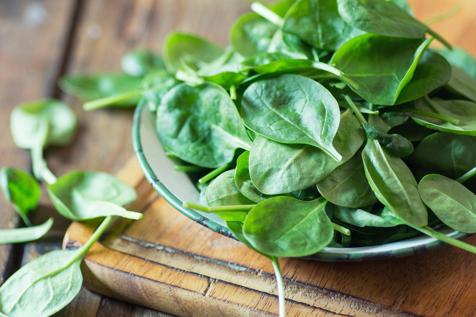 Añadimos las hojas de espinaca fresca