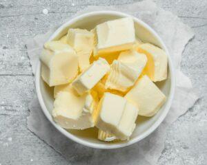 Añadimos la mantequilla a la mezcla