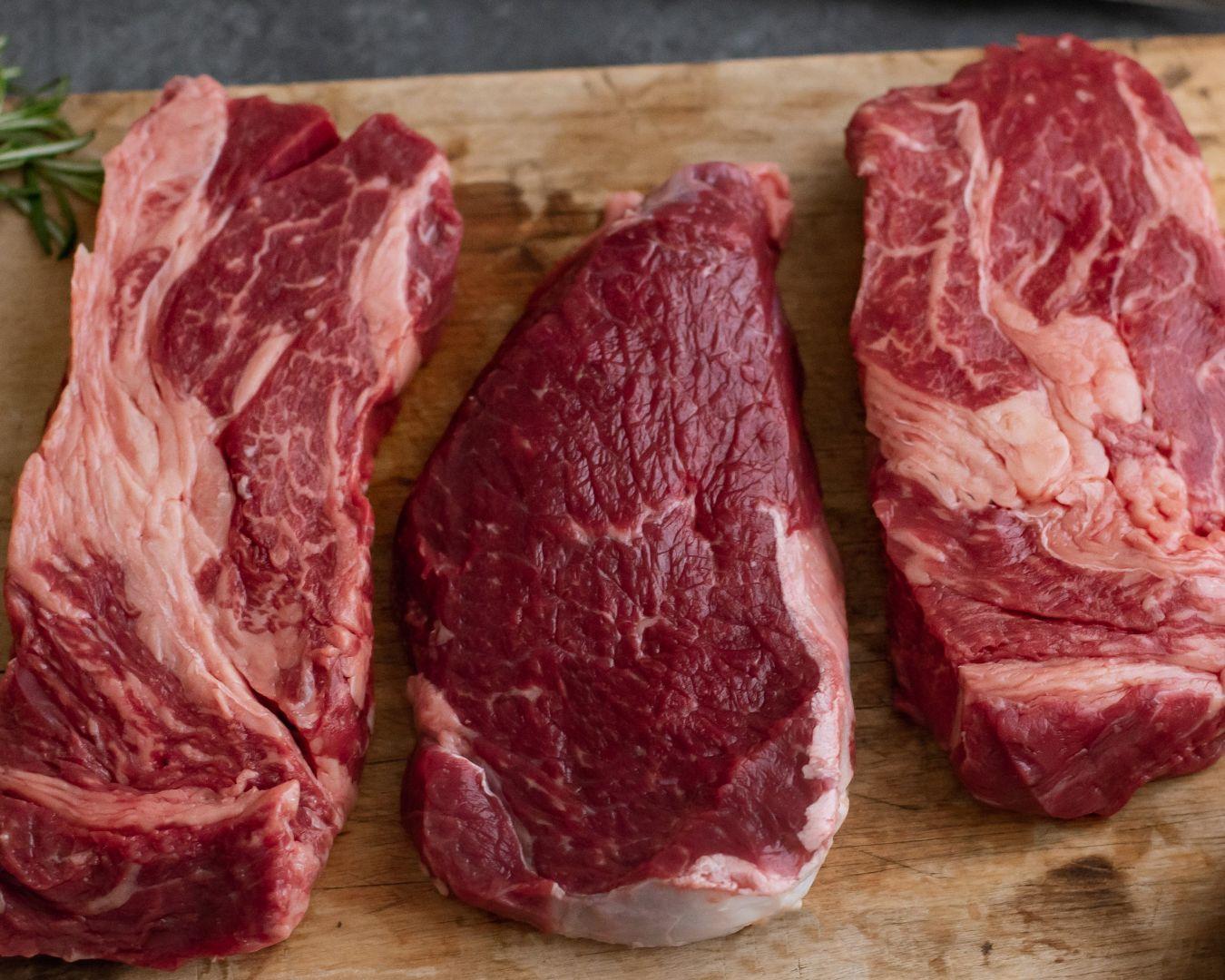 Añadimos la carne cortada en tiras