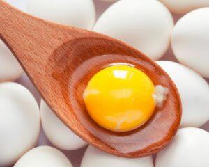 Añadimos la yema del huevo