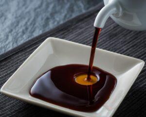 Mezclamos la salsa de soja con el resto de ingredientes