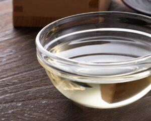 Mezclamos el sake con el resto de ingredientes