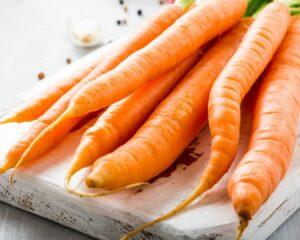 Sacamos láminas finas de las zanahorias