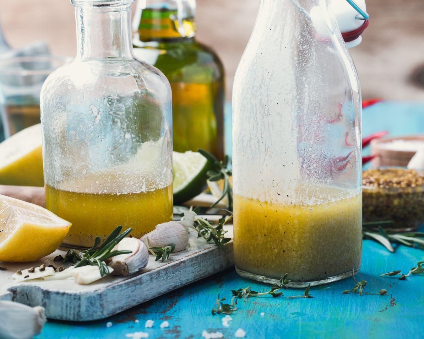 Aliñamos con limón, aceite y vinagre al gusto