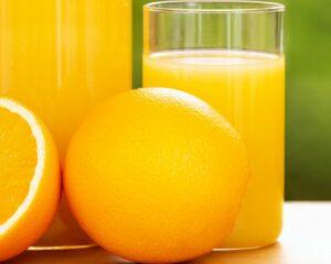 Añadimos el zumo de naranja a la salsa