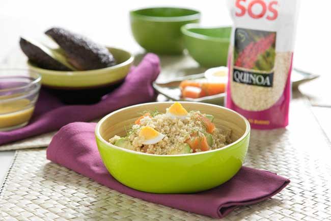 Ensalada de quinoa con aguacate y huevo