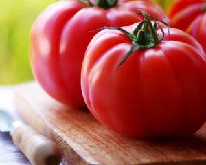 Añadimos el tomate a la mezcla