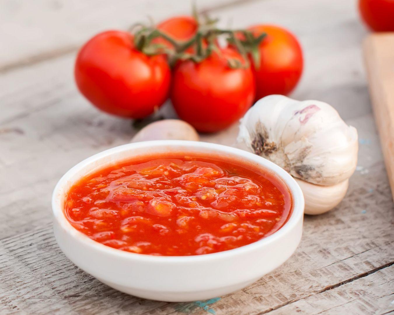 tomate triturado y ajos