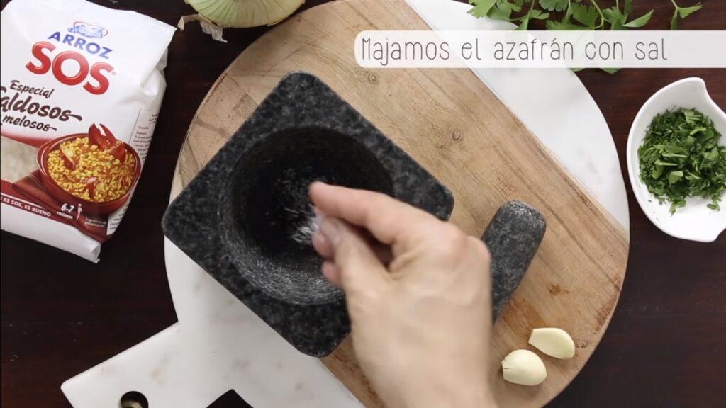 Majamos el azafrán con sal