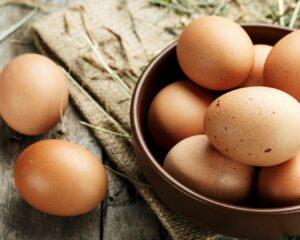 bol con huevos