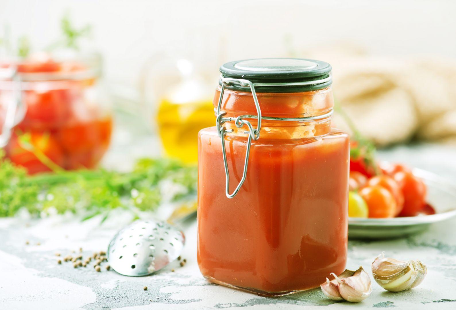 Añadimos el tomate al sofrito