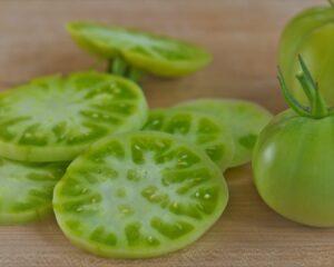 tomates kumako verdes en rodajas