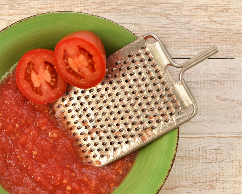 Tomates cortados y rallados