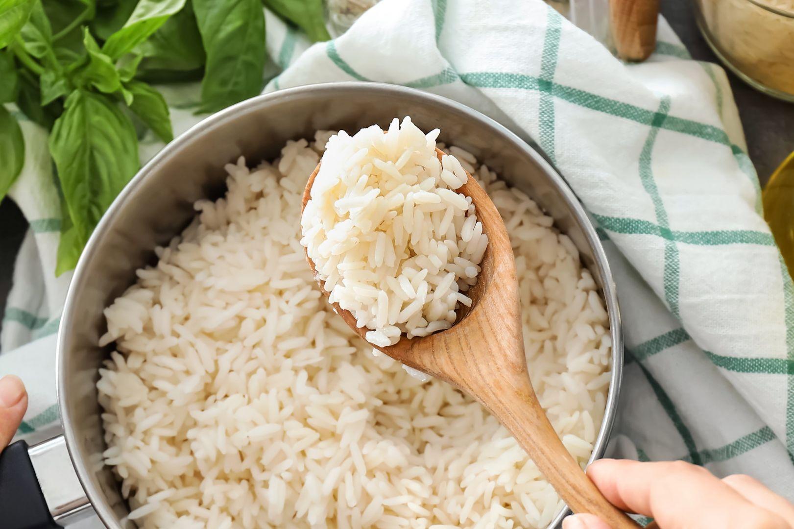 olla con arroz cocido