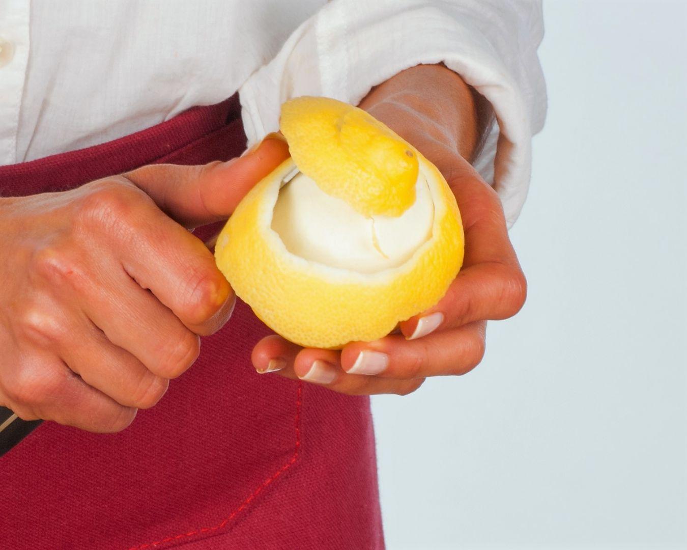 Añadimos la corteza de limón