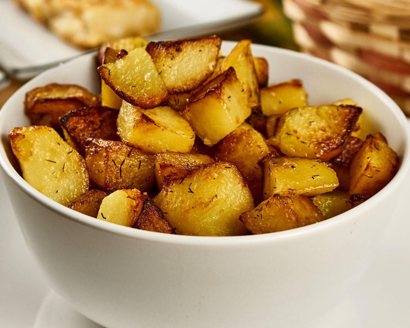 Freímos las patatas en una sartén con aceite
