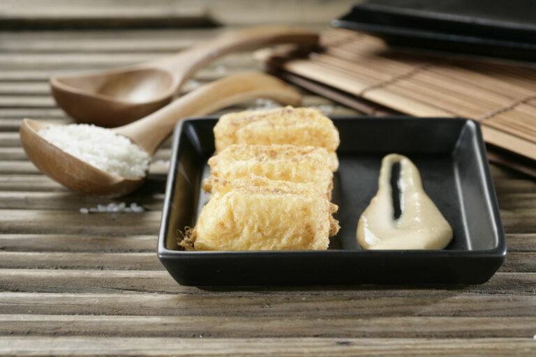 Croqueta de arroz con leche sobre crema de turrón