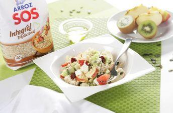 Receta de Ensalada de arroz integral con frutas y queso