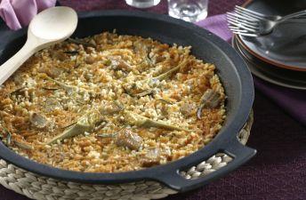 Plato de arroz con presa y alcachofa