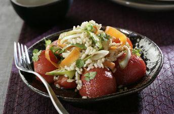 Ensalada de arroz integral y tomates asados