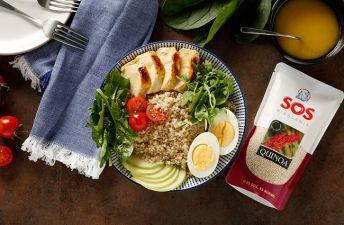 Ensalada de quinoa con pollo y vinagreta de miel y mostaza