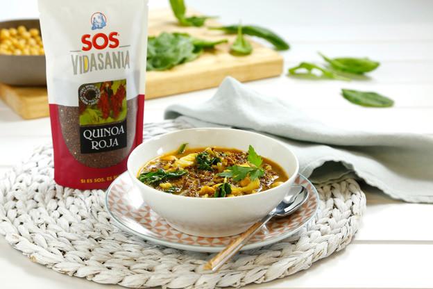 Guiso de quinoa roja con garbanzos y bacalao