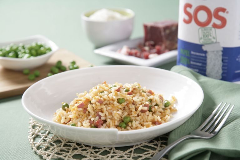 Salteado de arroz con guisantes y jamón