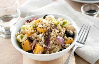 Salteado de arroz integral con quinoa, calabaza y pollo
