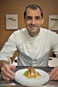 Julio Fernández con el plato final