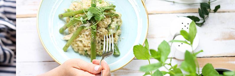 Delicioso plato de arroz con verduras