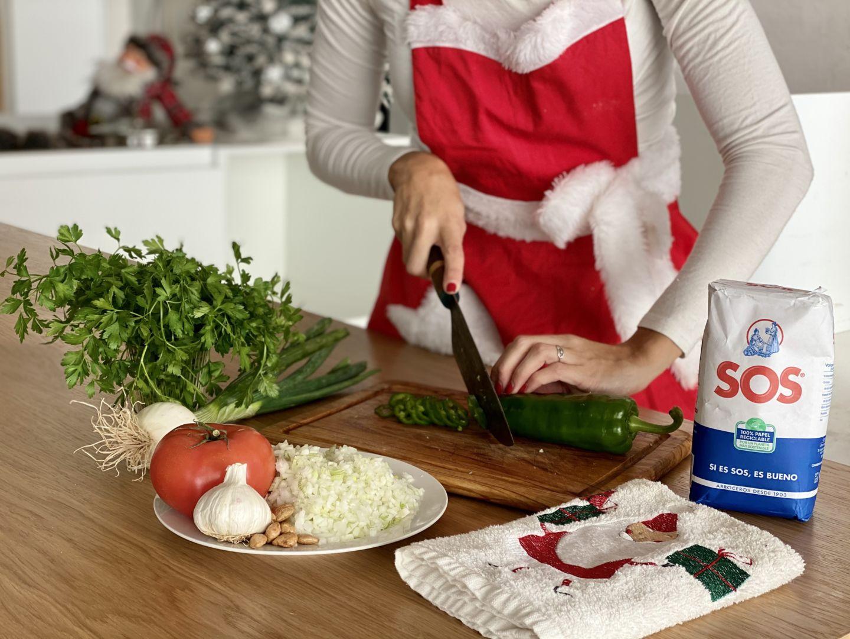 primer-paso-trocear-las-verduras-en-mirepoix-para-elaborar-el-caldo