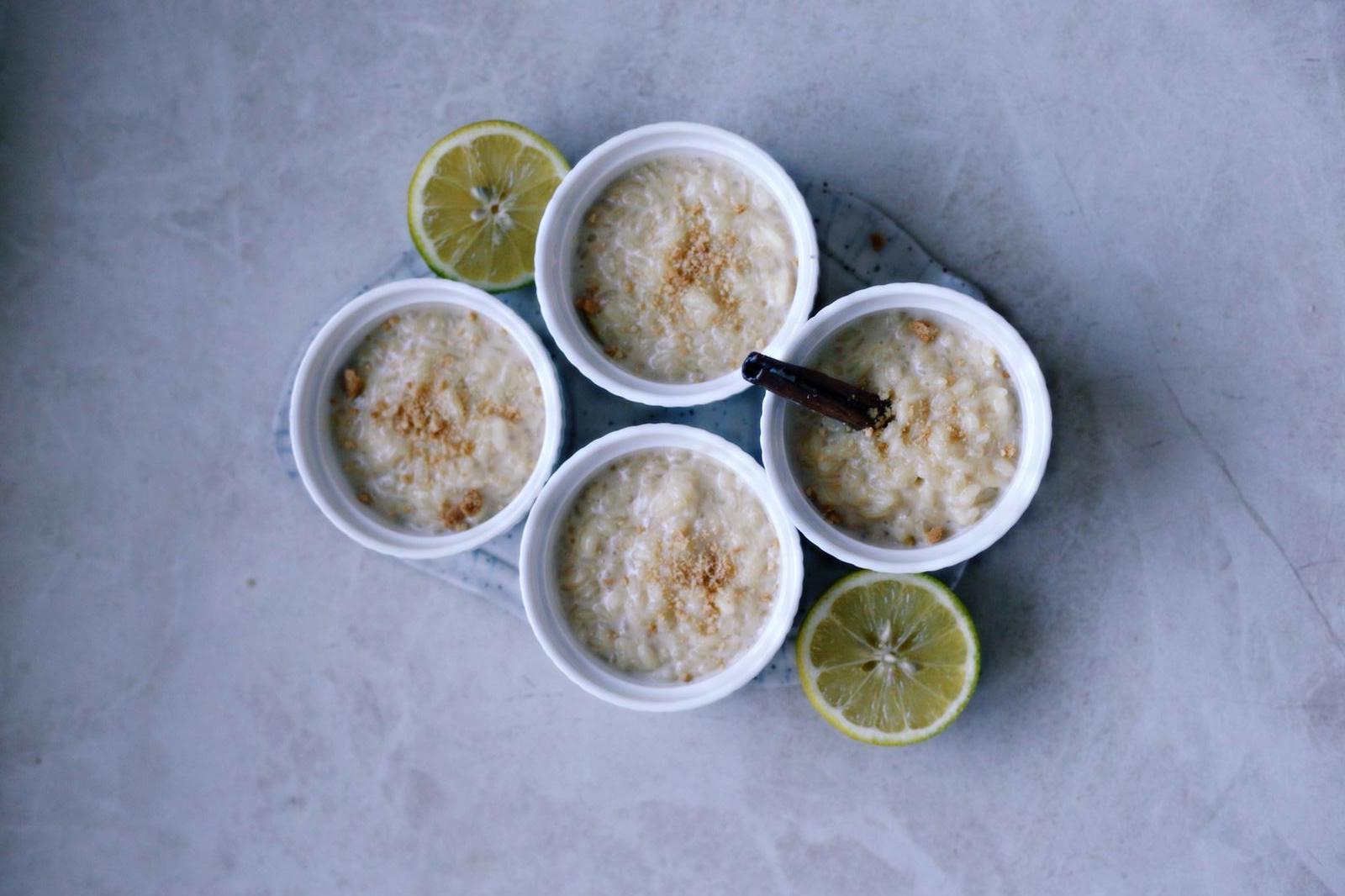 arroz-con-leche-y-turron-de-oh-mami-blue-servido-con-canela-y-lima